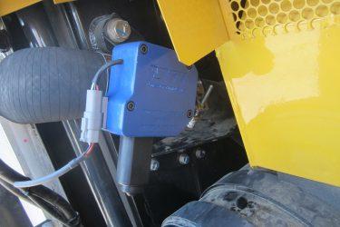 Komatsu PC490-LC Excavator Valve Installation